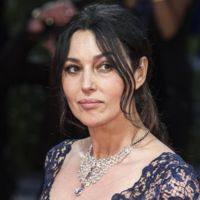 Monica Bellucci, radiante de encaje en la premiere de 'On the Milky Road' en Venecia