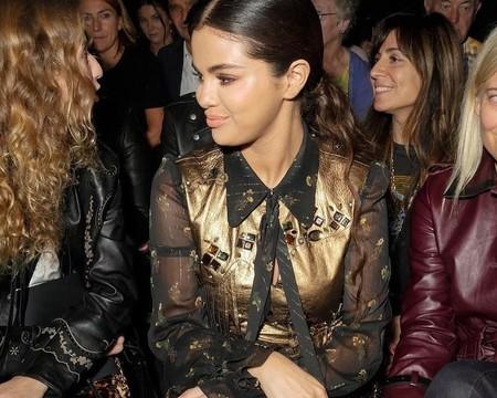 El estilo Western se vuelve muy dulce y femenino con el look de Selena Gomez en el desfile de Coach