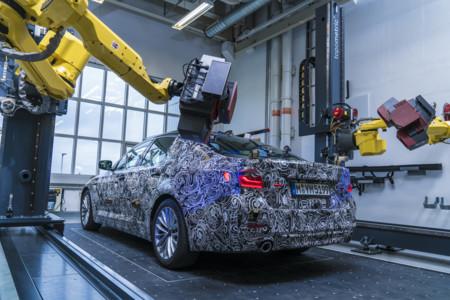 BMW ya habla de su nuevo Serie 5, nos lo muestra oculto en estas 8 fotos