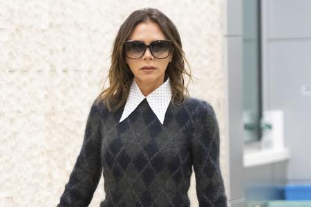 Los cuellos de la camisa de Victoria Beckham que ya son tendencia, pero lo serán muchísimo más en poco tiempo