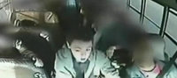 Un pequeño héroe de 13 años salva un autobús escolar