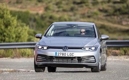 Volkswagen Golf 8 en carretera