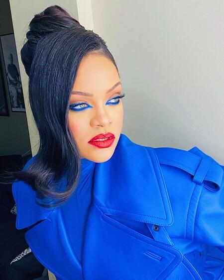 El último maquillaje de Rihanna es perfecto para lucir con mascarillas (además de ser súper sencillo)