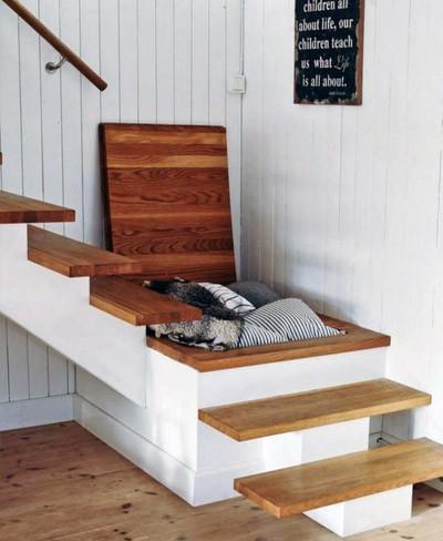 Una buena idea: hueco para almacenaje bajo la escalera