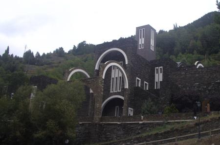 El Santuario de Meritxell, una obra de Bofill entre árboles andorranos