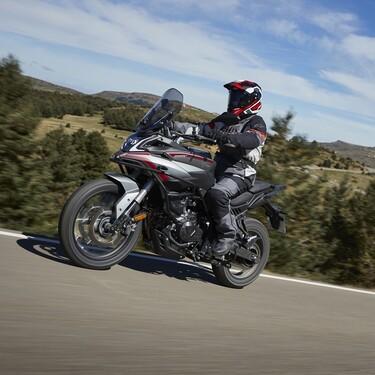 Probamos la Voge 500 DSX: una moto trail para el carnet A2 accesible y que se lo pone difícil a su hermana mayor por menos dinero