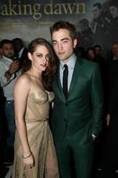 ¡Gran estreno a la vista! 'Amanecer: parte 2' reúne a Kristen Stewart y Robert Pattinson