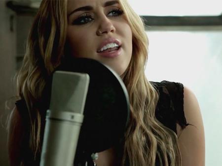 ¿Y Dylan qué opina de verse en boca de Miley Cyrus?