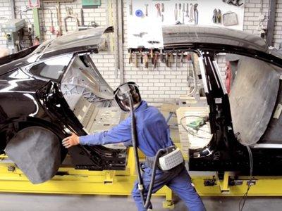 Así es como están destripando el Tesla Model S para hacer limusinas y coches fúnebres
