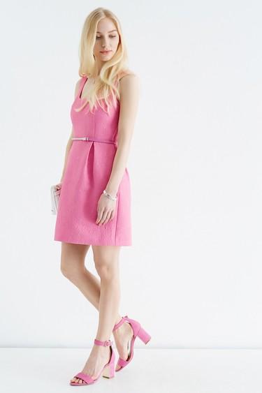 7 vestidos ideales para ver la vida un poco más rosa