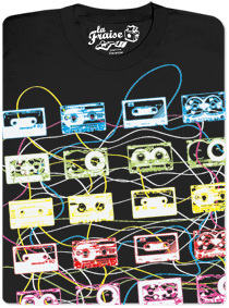 Camiseta homenaje a la cinta de cassette