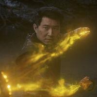 El nuevo tráiler de 'Shang-Chi y la leyenda de los diez anillos' adelanta un épico enfrentamiento entre Simon Liu y Tony Leung