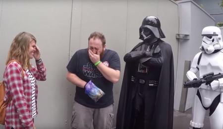 El sueño de todo fan de Star Wars: enterarte de que vas a tener un bebé junto a Darth Vader