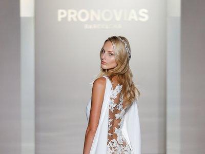 Pronovias regresa al romanticismo más delicado en su colección 2017