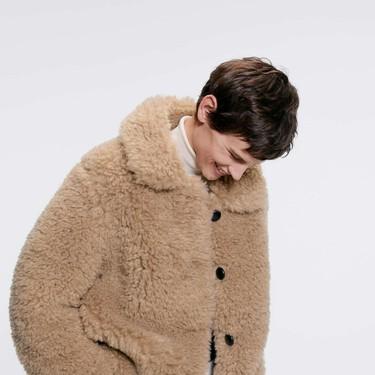 Zara se apunta a la moda de los abrigos de peluche: vas a querer abrazar estos 23 modelos