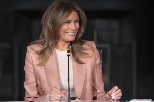 Melania Trump repite su traje de chaqueta favorito, dándonos ideas para sacar más partido al nuestro