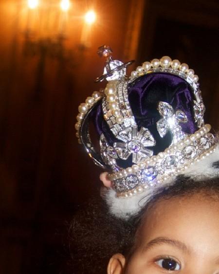 Bajo esa corona solo podía estar Blue Ivy y mamá Beyoncé