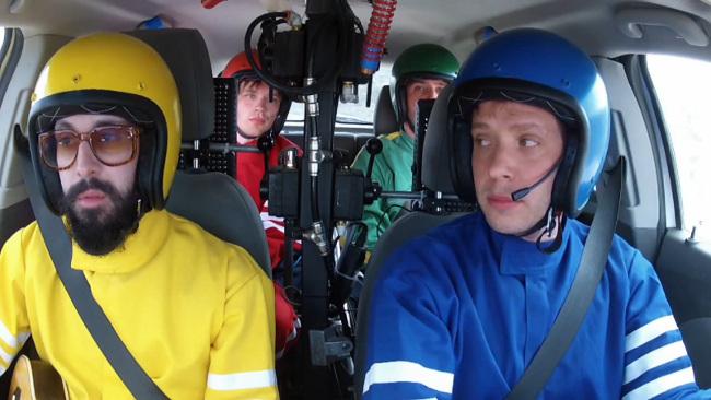 OK Go, en un Chevrolet Aveo