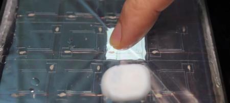 La pantalla táctil que cambia de forma para crear teclas 3D con hidrogel está más cerca