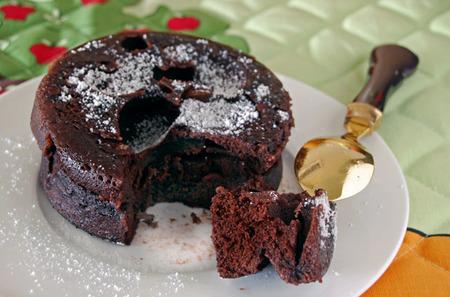 Bizcocho de chocolate sin lactosa al microondas. Receta rápida