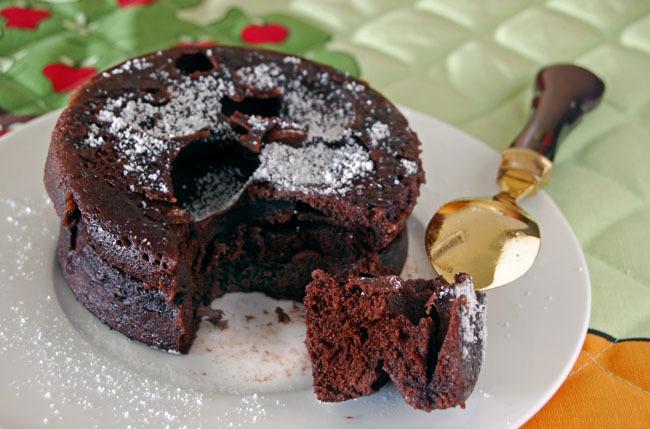 Bizcocho de chocolate sin lactosa al microondas