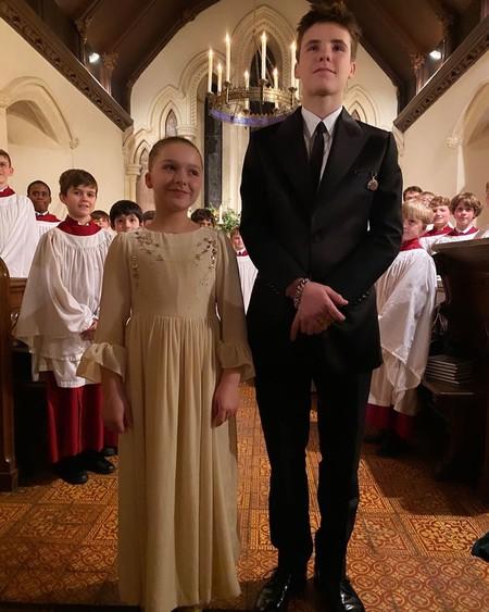 Así ha sido el look de Victoria Beckham (y de los famosos padrinos) en el bautizo de Harper Seven y Cruz