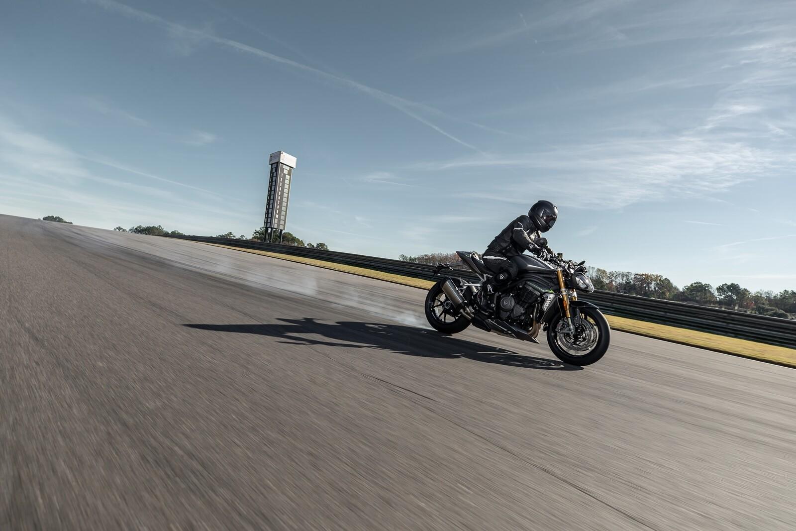 Foto de Triumph Speed Triple 1200 RS 2021 (30/71)