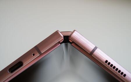 El Samsung Galaxy Z Fold 3 será el primer plegable con cámara bajo una pantalla, según una filtración: también hay detalles del Z Flip 3