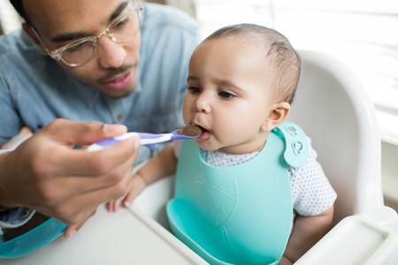 La alimentación complementaria del bebé: cómo introducirla de forma segura
