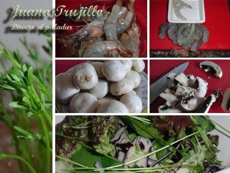 Ingredientes de la ensalada de champiñones, langostinos y espárragos