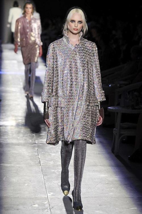 Foto de Chanel Alta Costura Otoño-Invierno 2012/2013: rosa, gris, brillos y nuevo vintage (23/61)