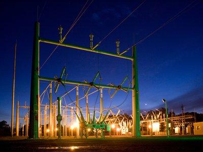 Los precios desorbitados de la luz no son casualidad: la CNMC abre expediente a Gas Natural y Endesa en plena batalla energética
