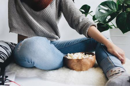 Netflix y HBO se han cansado de que compartas cuenta con tu hermana o tu amiga: así es cómo quieren evitarlo