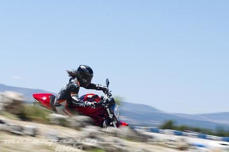 Ducati Monster 1200, prueba (conducción en ciudad y carretera)