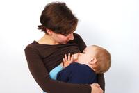 Errores en las hojas de alimentación complementaria del pediatra: especificar cuántas tomas de pecho debe hacer el bebé