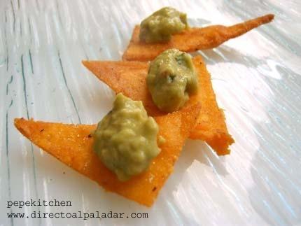 Nachos de maíz con guacamole. Receta para Thermomix