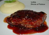 Magret de pato con salsa de fresas a la pimienta y puré a la vainilla
