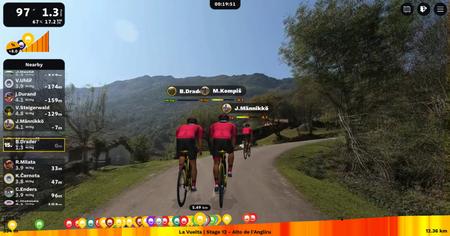 Imagen de una simulación de carrera de la aplicación Rouvy.