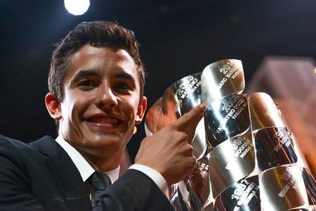 MotoGP 2014 premios FIM, cosa de hermanos y amigos