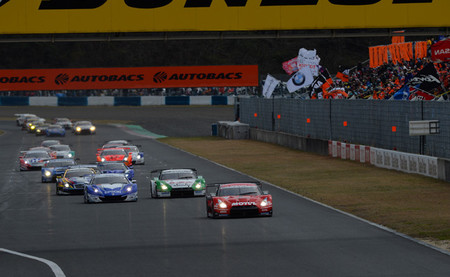 El Super GT 2013 empieza con una lucha espectacular entre Honda y Nissan y con victoria del Raybrig