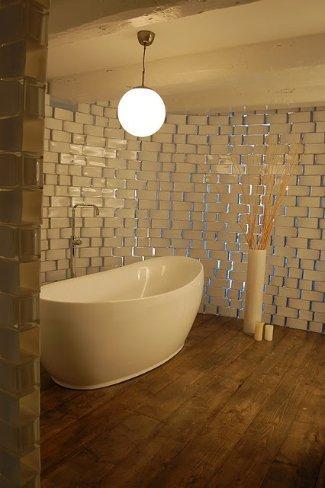 Una pared hecha con floreros de Ikea