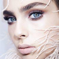 ¿Te apuntas a la cosmética escarchada? 9 indispensables para darle un toque gélido a tu look