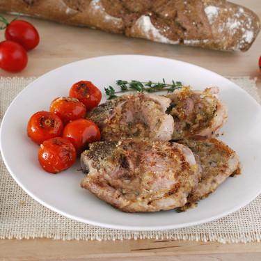 Chuletillas de cordero a la salvia con tomates salteados: receta con aroma a campo