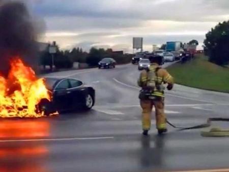 El Tesla Model S bajo investigación oficial tras los tres incendios