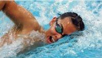 Alternar el nado a crol y braza para ponerse en forma en verano