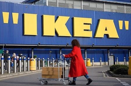 Virgil Abloh ha cambiado el logo de Ikea poniendo su sello irónico más personal: las comillas