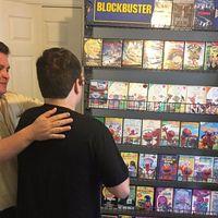 ¿Cómo ayudar a tu hijo autista cuando va a cerrar su videoclub favorito? Recreando la tienda en su casa