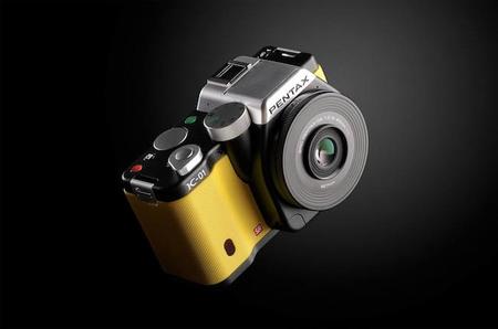 Pentax K-01: Pentax pone la tecnología más vanguardista y Marc Newson el diseño