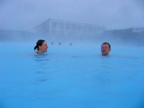 Piscinas en islandia la verdad desnuda for Desnudas en la piscina