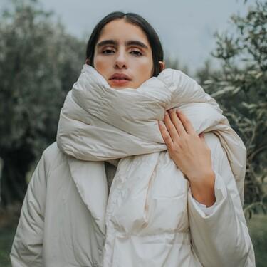 Los accesorios definitivos para acabar con el frío y la nieve son los gorros y las bufandas acolchadas: 19 modelos irresistibles